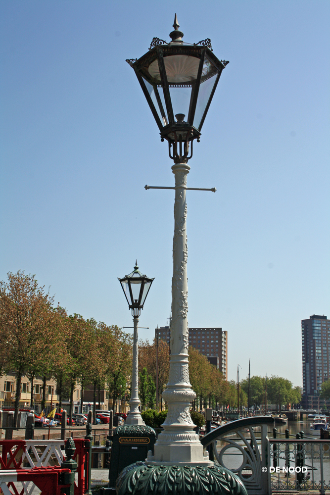 De nood restauratie lantaarns spanjaardsbrug rotterdam for De lantaarn rotterdam