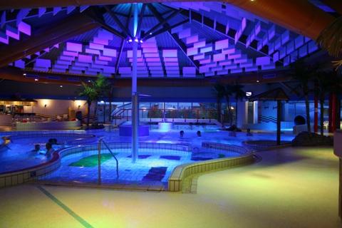 Zwembad De Fakkel : Projectengids verlichting.nl